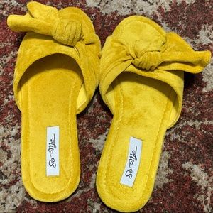 Shoes - New Pretty Yellow Sandals Size 5.5/6